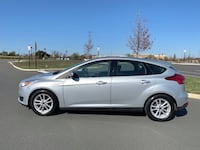2015 Ford Focus SE with Backup Camera Sterling