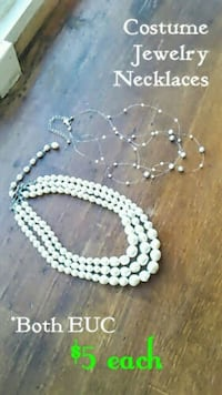beaded white and blue necklace 984 mi