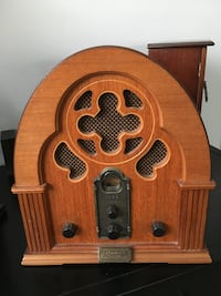 Brown wooden transistor radio Bethesda, 20814