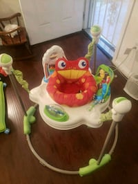 baby's white and green jumperoo Los Angeles, 90003