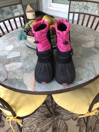 pair of black-and-pink boots North Olmsted, 44070