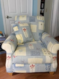 White and blue floral sofa chair Lakeland, 33813
