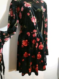 Size L  large floral velvet dress stretch roses Hyattsville, 20784