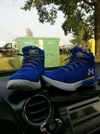 Steph curry 3zero size 5 youth Calgary, T2E 5T5