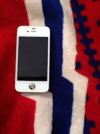 silver iPhone 5s with white case Blainville, J7C 5X9