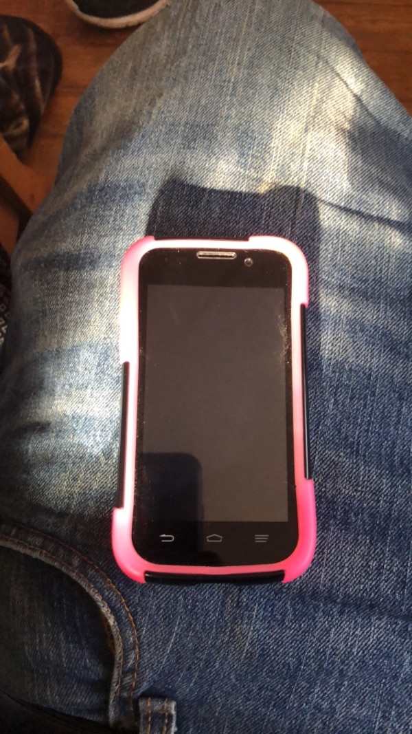 online retailer a0b2f 89122 White Android ZTE phone w/ black and pink phone case
