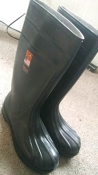 Size 11 work boots. Lincoln, 68508
