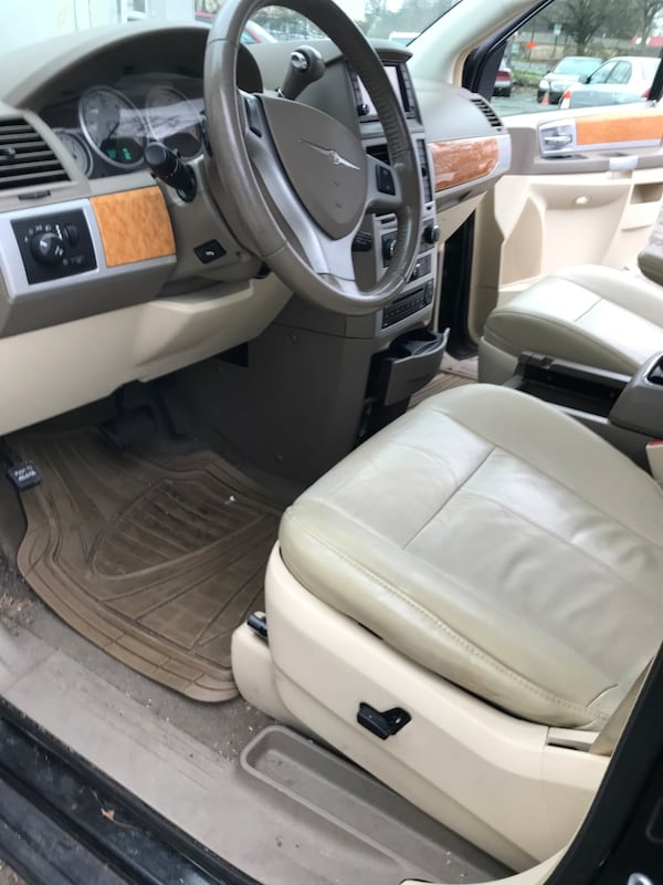 2008 Chrysler Town & Country Limited 4bbe0900-3cab-4842-9360-10041ba7eebd