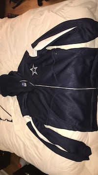 Official NFL on field Reebok cowboys zipper up coat 4xl in excellent shape it has been in my closet for a few years now was purchased for my father as a joke because we are eagles fans.  Turnersville, 08080