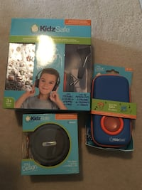 blue headphones gift set Toronto, M3C 4J1