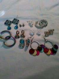 assorted pairs of earrings lot Williamson, 14589