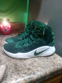 pair of green-and-white Nike basketball shoes Granite Falls, 28630