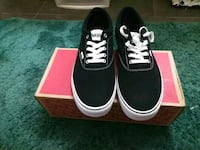 pair of Vans low-top sneakers in box Inglewood, 90301