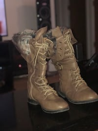 Boots Size 8 Roseville, 48066