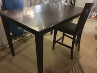 Pub height dining table and 6 chairs. Expands to square with butterfly leaf Waldorf, 20601