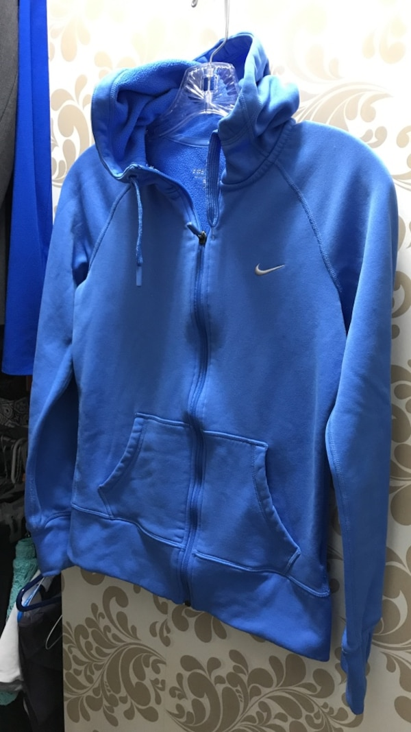 best service 73464 9174c Nike Therma Fit Hoodie XS