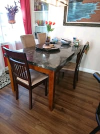 brown wooden dining table set Brant, N0E