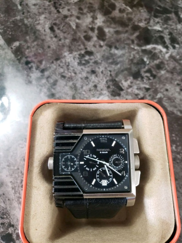 Diesel Mens chronograph watch with silver link b f58d5a1c-a245-4c03-a7f6-7346b98e97ba