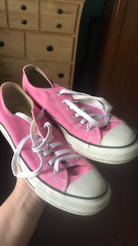 Pink converse women's 9 almost new