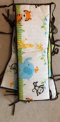 Baby's blue and green crib bumper 43 km