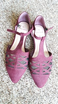 Size 8 pair of pink suede open-toe heeled sandals Tampa, 33610