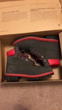 pair of black Timberland work boots with box Pittsburgh, 15211