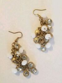 gold-colored and white pearl beaded hook earrings El Mirage, 85335