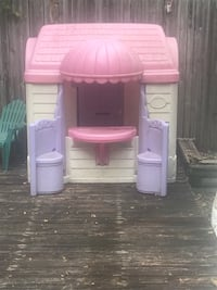 pink and purple plastic playhouse Schenectady, 12302