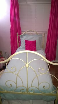 Iron cast twin size princess bed with trundle  Miami Lakes, 33014