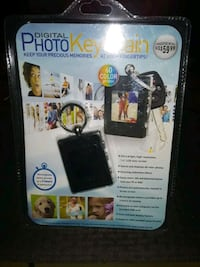 NEW IN PACKAGE DIGITAL PHOTO KEYCHAIN UNOPENED SAL