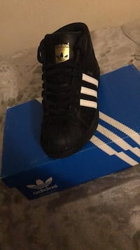 Pair of black adidas high-top sneakers with box size 6 boys  New York, 10456