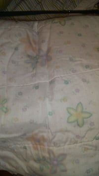 Quilt for double bed - nice and light, floral pastel pattern (not the best lighting, but it has no stains) Dollard-Des Ormeaux