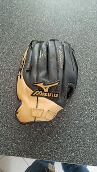 black and brown Mizuno leather baseball mitt Commack, 11725