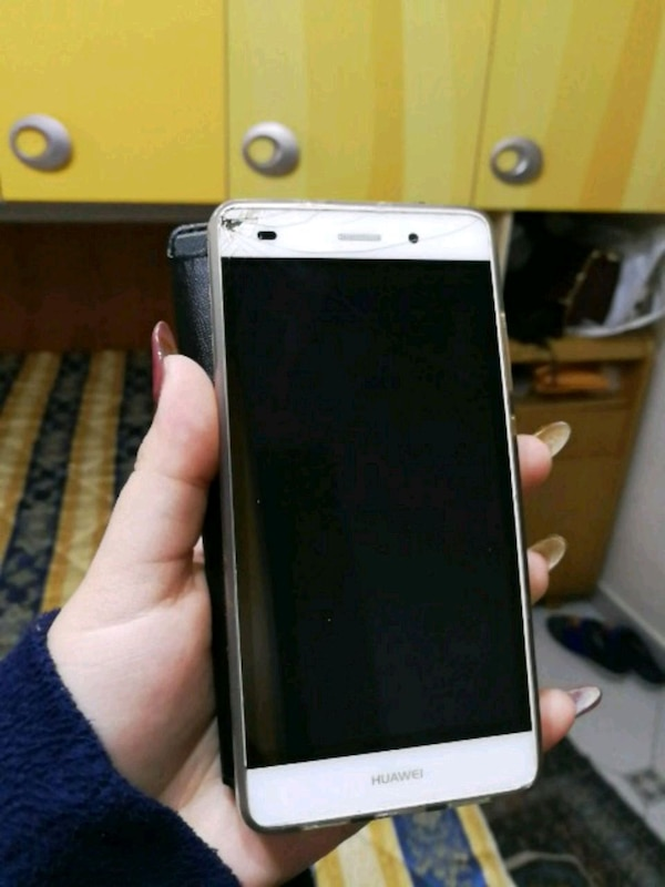 smartphone bianco Sony Xperia Android
