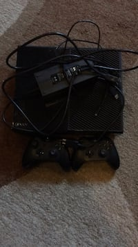 Xbox one With cable and two controllers  Edmonton, T5X 6H6