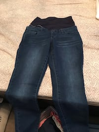 Maternity jeans. Skinny leg. Thyme maternity. Size medium. Only worn once   Montréal, H1J 2P2