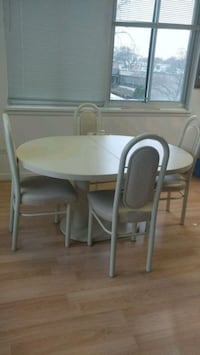 Table & 4 chairs Mount Prospect, 60056
