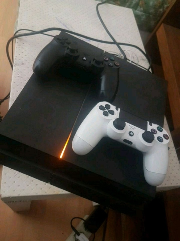 Sony PS4 Konsole mit Controller