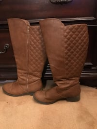 Tan boots size 7.5-8 Vancouver, V5R 3T2
