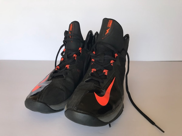 535b7f842f297 Brukt Nike Shoes til salgs i Los Angeles - letgo