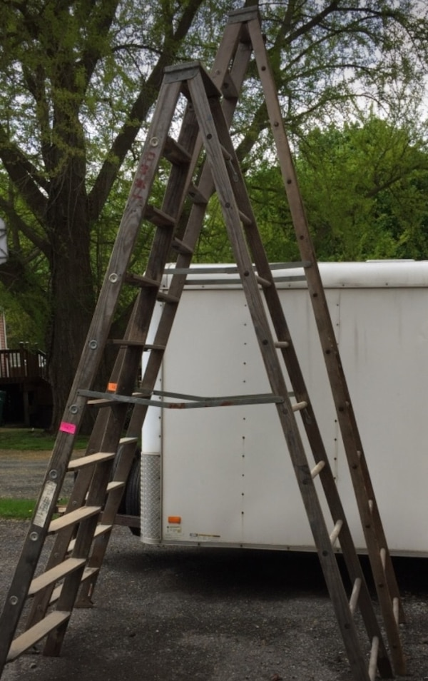 10 Foot Wooden Ladder