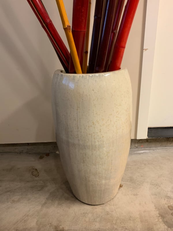 Beautiful Extra Large  Glazed Cermic Planter with Bamboo aa18b4f5-a797-40b0-abee-ea7fdc0d5a53