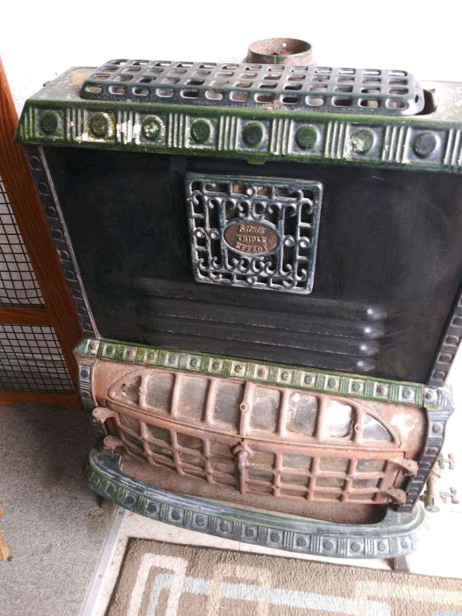 Photo 1800's Coal Burning Stove