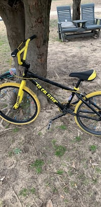 black and yellow hard tail mountain bike Waldorf, 20602