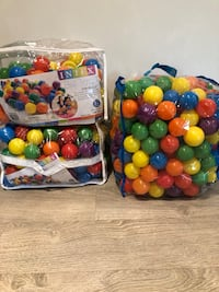 400 Coloured Plastic Balls for Ball Pit King, L7B 1C4