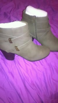 Size 8 boots  Lowell, 01854