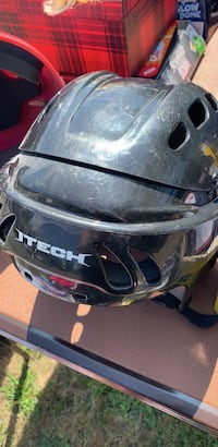 Hockey helmet medium 6-1/4 to 7-1/4