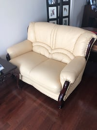 Leather loveseat Vaughan, L6A 1A3