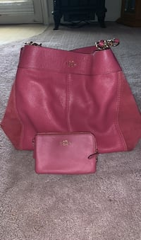Coach mauve leather and sude bag w/wristlet Hagerstown, 21740