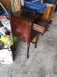 Side table 1930s style. Mississauga, L5N 2B2
